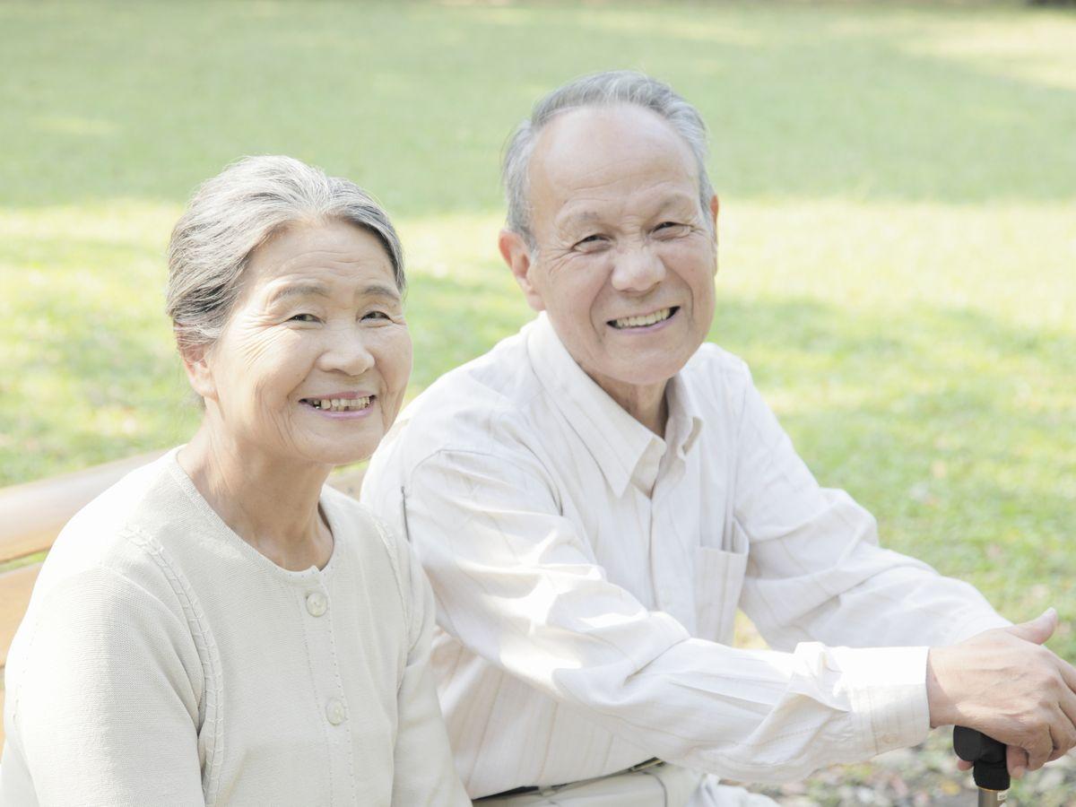 半分以上の人が、自分を高齢者だと思うのは「75歳」を過ぎてから - シニアガイド